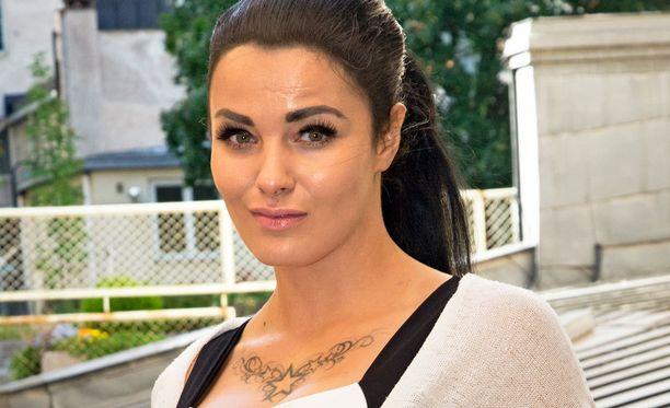 Nadia Ammouri tuli tunnetuksi Paratiisihotelli-sarjasta vuonna 2015.
