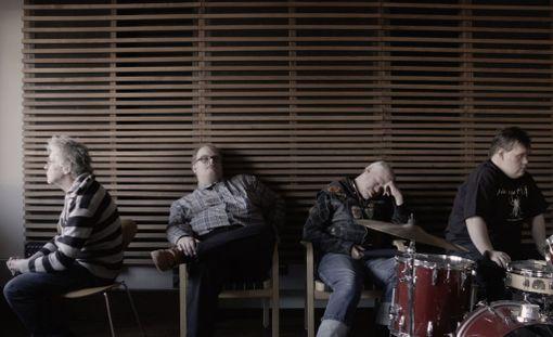 Pertti Kurikan Nimipäivät -bändin muusikot eivät peittele hyviä tai huonoja tunteitaan loistavassa dokumenttielokuvassa.