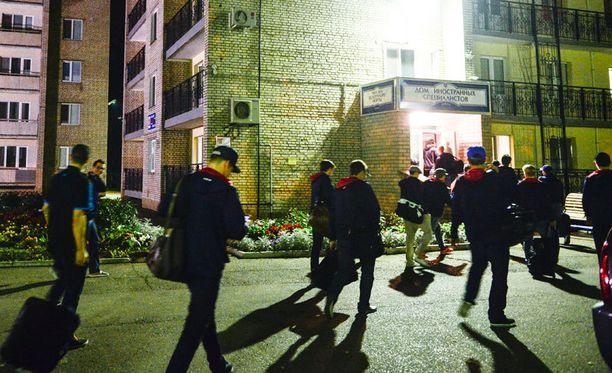 Hymy ei ollut hirvittävän herkässä pelaajien saapuessa hotelliin Nizhnekamskissa yöllä 01.50.