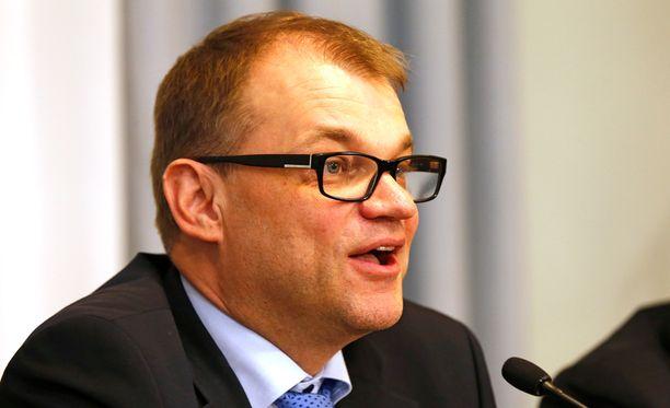 Juha Sipilän mukaan kaikki ovat hyväksyneet valtiovarainministeriön tilannekuvan kymmenen miljardin euron kestävyysvajeesta.
