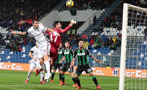 Milanin Alessandro Romagnoli puskumaalista riitti porua.