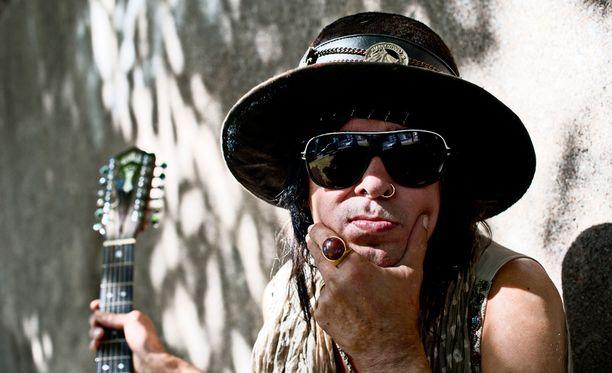 Andy McCoy tuli tutuksi Hanoi Rocks -yhtyeestä.
