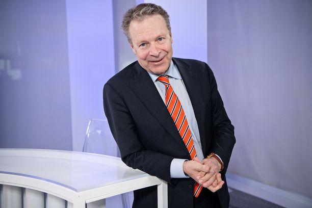 Ilkka Kanerva on tunnettu paitsi politiikasta ja urheilusta, mutta myös naisseikkailuistaan.