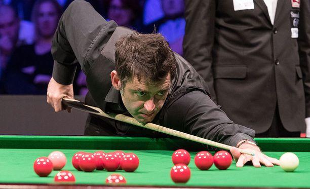 Ronnie O'Sullivan ei antanut Shaun Murphylle mahdollisuuksia UK Championship -turnauksen finaalissa.
