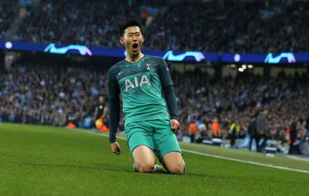 Son Heung-min pääsee pelikieltonsa jälkeen Ajaxin kimppuun.