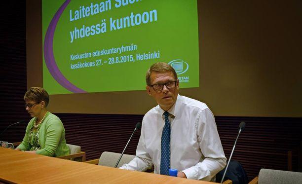 Keskustan eduskuntaryhmän puheenjohtaja Matti Vanhanen johdatti ryhmänsä maakuntavierailulle Helsinkiin.
