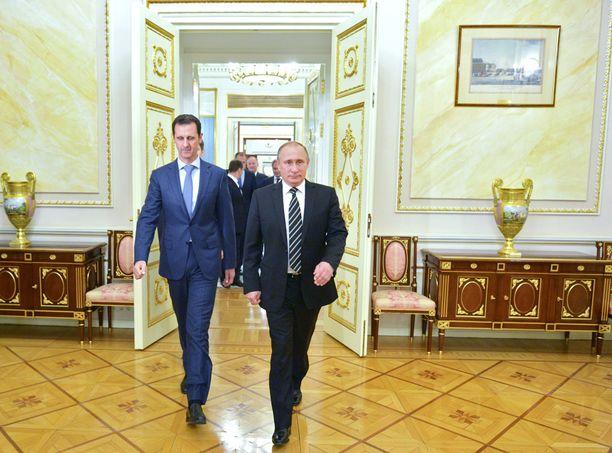 Bashar al-Assad on saatava luovuttamaan valtansa Syyriassa. Siihen tarvitaan Vladimir Putinin apua. Kuva otettu Moskovassa lokakuun 20. päivä.