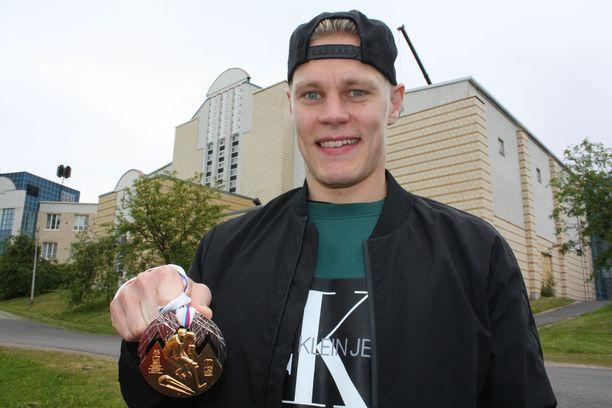 Maailmanmestari Harri Pesonen on ottanut ensiaskeleet kiekkoilijana synnyinseudullaan Muuramessa.
