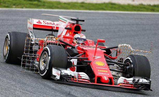 Kimi Räikkönen jäi selvästi Lewis Hamiltonin pohja-ajasta.