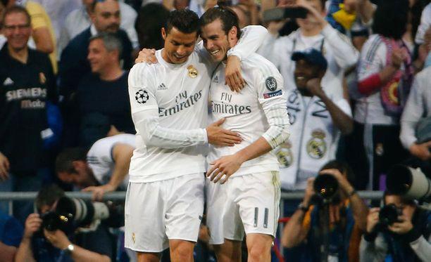 Cristiano Ronaldo (vas.) ja Gareth Bale kohtaavat huomenna EM-välierässä.