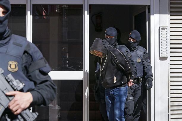 Espanjan poliisi nappasi terrorisolun 10 jäsentä kiinni huhtikuussa 2015.