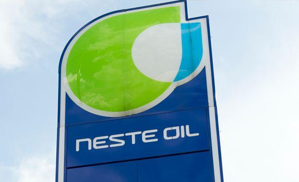Valtio omistaa Neste Oilista 50,10 prosenttia.