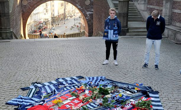 Djurgården fanit kunnioittivat kuolleen perheenisän muistoa.