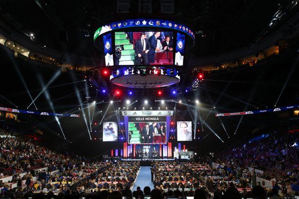 NHL:n varaustilaisuutta isännöi Vancouverin kaupunki ja Rogers-areena. Tilaisuudessa käydään läpi seitsemän kierrosta.