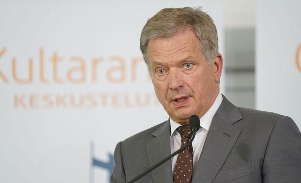 Sauli Niinistö lupasi kertoa jatkoaikeistaan toukokuussa, ja tekee sen maanantaina Mäntyniemessä pitämässään tiedotustilaisuudessa.