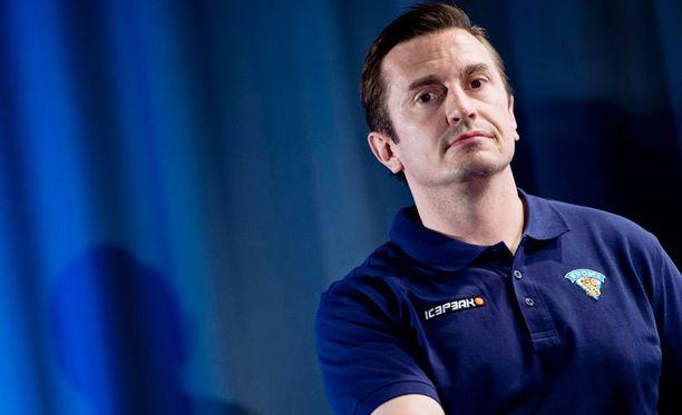 Leijonien valmennusryhmään liittynyt Ville Peltonen opiskelee valmentajaksi.