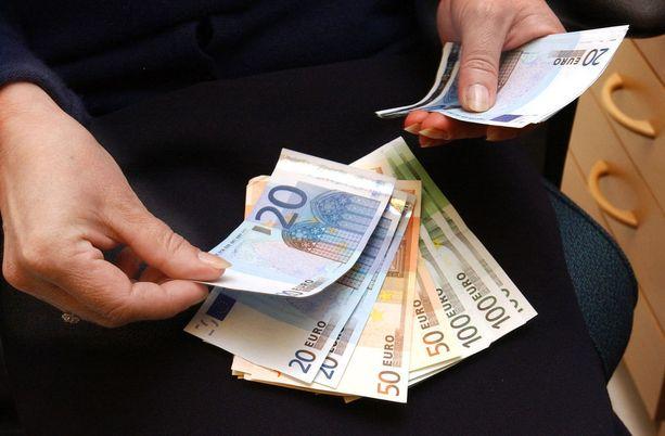 Poliisi löysi lomalaisten hotellihuoneesta yli 8000 arvosta väärennettyjä euroja.