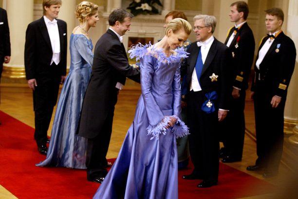 Vuonna 2001 Leena ja Hjallis Harkimo astelivat Linnan juhliin yhdessä Merikukka Forsiuksen ja hänen tuolloisen aviomiehensä Erkki Hakkaraisen kanssa.