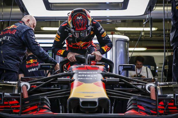 Max Verstappen odottaa yhä ensimmäistä paalupaikkaansa formula ykkösissä.