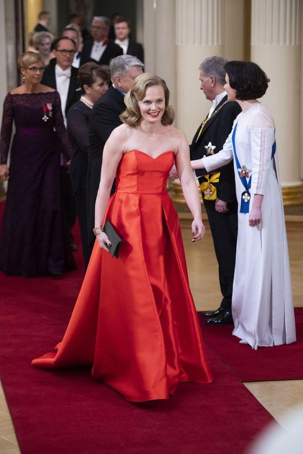 Punainen on naisellinen valinta iltapuvun sävyksi. Siihen luottivat useat illan kaunottarista.