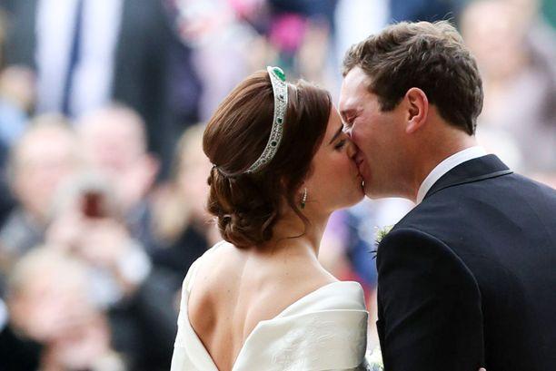 Prinsessa Eugenie ja Jack Brooksbank ovat haltioissaan esikoisestaan. Valokuva parin häistä.