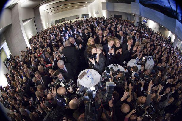 Niinistö otti vastaan vuoden 2012 presidentinvaalien toisen kierroksen ennakkoäänet Finlandia-talolla.