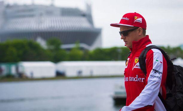 Kimi Räikkönen ei viihdy F1-varikolla.