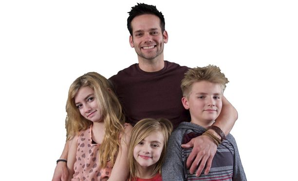 Jakella on kolme lasta: Taylor, Tayva ja Tate.