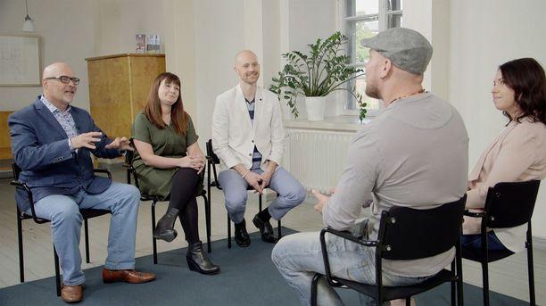 Asiantuntijat lupasivat tarjota kaksikolle jatkossakin apua ja neuvoja, jos he moisia tarvitsevat.