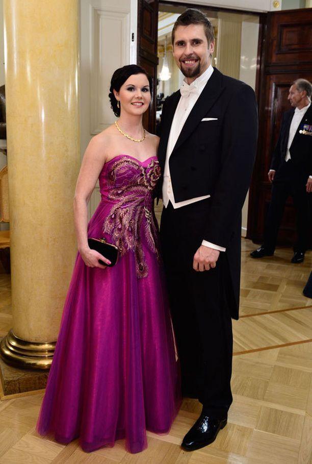 Samana vuonna myös Antti Ruuskasen vaimolla Tuula Moilasella nähtiin näyttävä fuksianvärinen puku.