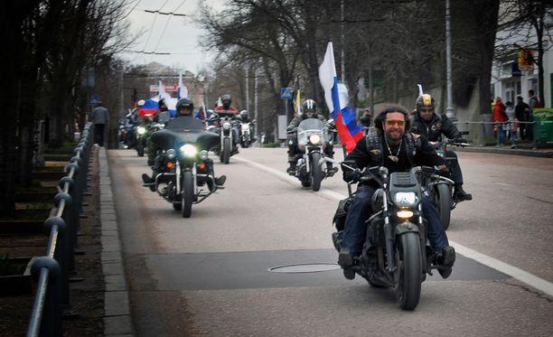 Vladimir Putinin ystävinä tunnetut Yön sudet järjestivät Krimille laajan kokoontumisajon.