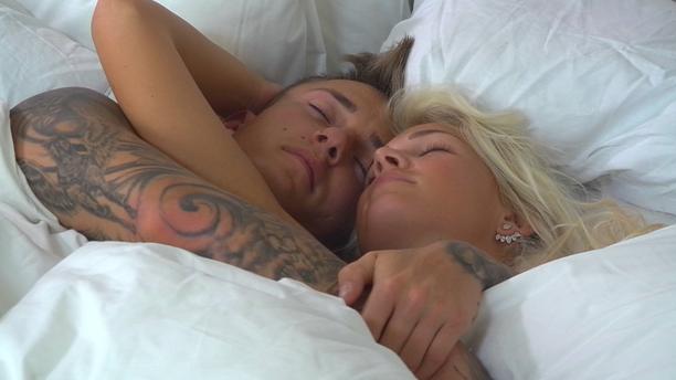 Ville ja Pauliina heräsivät aamuun hellissä tunnelmissa.