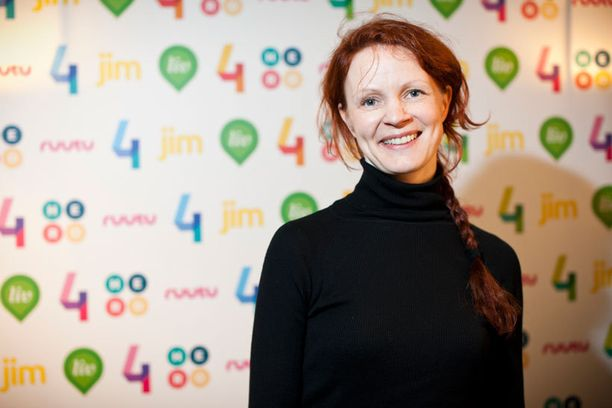 Minna Haapkylä on markkinoinut viime ajat Armi elää -elokuvaa, mutta myös lomaillut etelässä. –Tuottajan työt kiinnostavat nyt erityisesti, eli olen varmaan entistä vaikeampi suostuteltava rooleihin. Teatterityötä en silti jätä ikinä, näyttelijä totesi.