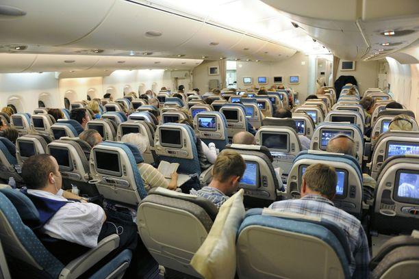 Superjumboon mahtuu enimmillään 853 matkustajaa. Osa lentoyhtiöistä, esimerkiksi Emirates, on suunnitellut kuitenkin jopa alle 500 istuimen järjestelmiä, jolloin koneessa jää enemmän tilaa virkistystiloille.