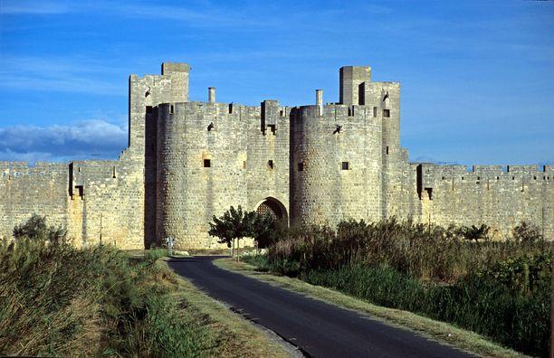 Härkäjuoksu järjestettiin Aigues-Mortesin hyvin säilyneiden kaupunginmuurien sisäpuolella.