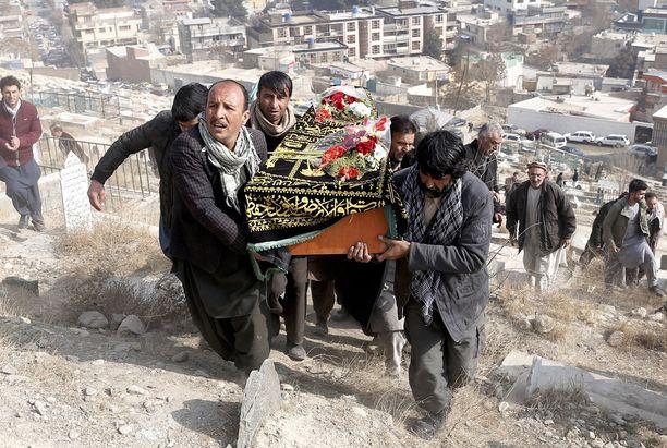 Iskut Afganistanissa ovat lisääntyneet ja todennäköisesti lisääntyvät vaalien lähestyessä 20. lokakuuta. Kuva tammikuulta Kabulista, jossa pommi-iskussa kuoli 95 ihmistä.