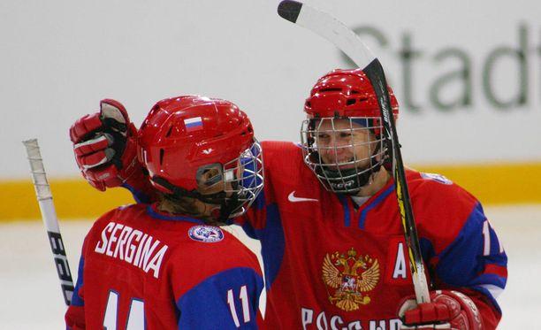 Jekaterina Smolentseva (oikealla) oli Sotshissa Venäjän paras pisteidentekijä.