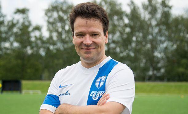 Ville Niinistö tuli pelaamaan jalkapalloa turvapaikanhakijoiden kanssa.