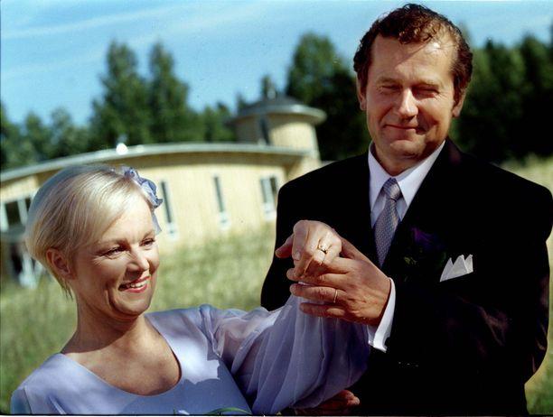 Laulaja Katri Helena ja kirjailija Panu Rajala olivat naimisissa vuodet 1997-2004.