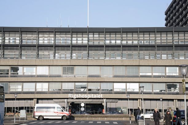 Lakkoon menee vain kymmenisen prosenttia hoitajista. Kuvassa Kööpenhaminan Rigshospitalet, jossa hoidetaan lauantaisessa ottelussa romahtanutta jalkapalloilija Christian Erikseniä.