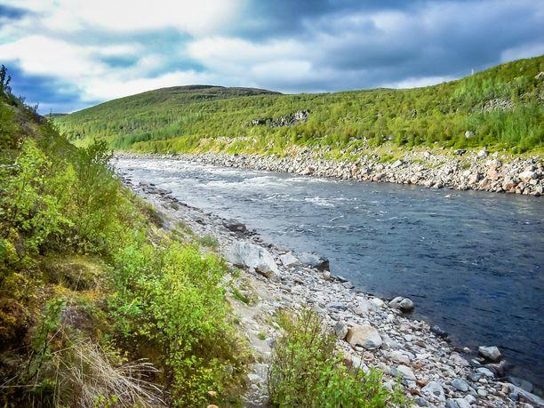 Suomen pohjoisin kylä Nuorgam Pohjois-Lapissa Tenojoen rannalla on ollut torstain 3.6.2021 kuumin paikka.