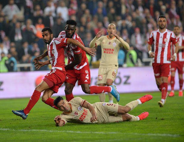 Sivassporilta puuttuu viidestä kuuteen tärkeää pelaajaa.