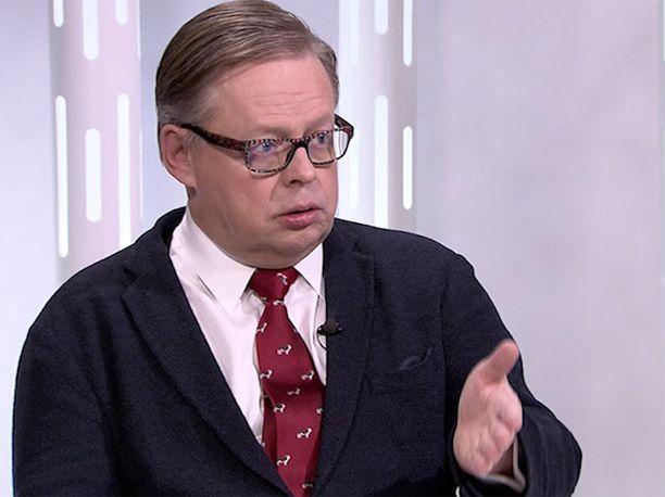 Kokoomuksen kansanedustaja Juhana Vartiainen myöntää antaneensa viime viikolla eduskunnassa EK:n entiselle johtajalle Lasse Laatuselle poikkeuksellisen kiivaasta palautetta.
