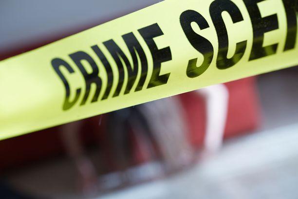 Poliisi purki talosta löytyneitä ansoja yömyöhään asti. Kuvituskuva.