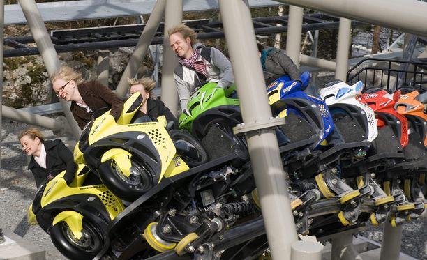 Moottoripyörävuoristorata MotoGee on Särkänniemen uusin laite.