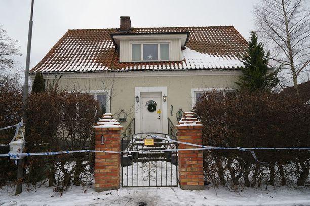 Kolme miestä löytyi kuolleina tästä talosta Ruotsin Skånesta perjantaina 10. helmikuuta. Miehet olivat kuolleet jo edellisenä viikonloppuna.