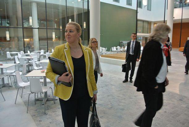 Valtionvarainministeri Jutta Urpilainen oli vakuuskohun lomassa maanantaina tutustumassa Campus Allegron tiloihin Pietarsaaressa.
