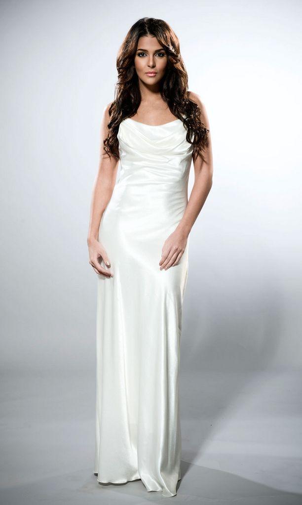 Kilpailuasussaan poseeraavalla Saralla oli vaaleampi sävy hiuksissaan matkatessaan Miss Universum -kilpailuihin Las Vegasiin.