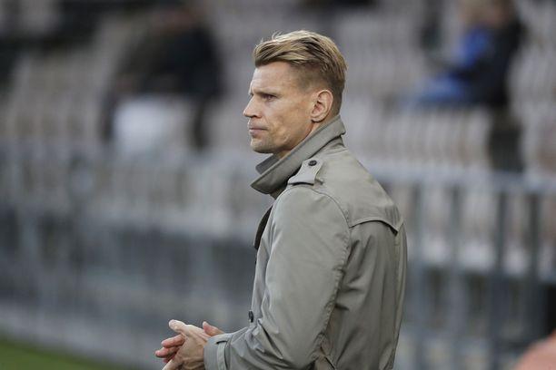 HJK:n päävalmentaja Toni Koskela ei onnistunut viemään joukkuettaan ensi kauden europeleihin.