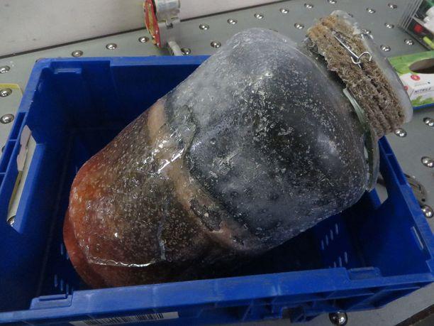 Kesäkuussa maahan tullut amfetamiinierä oli pakattu maapähkinävoin sisään noin kilon painoisiin lasipurkkeihin.